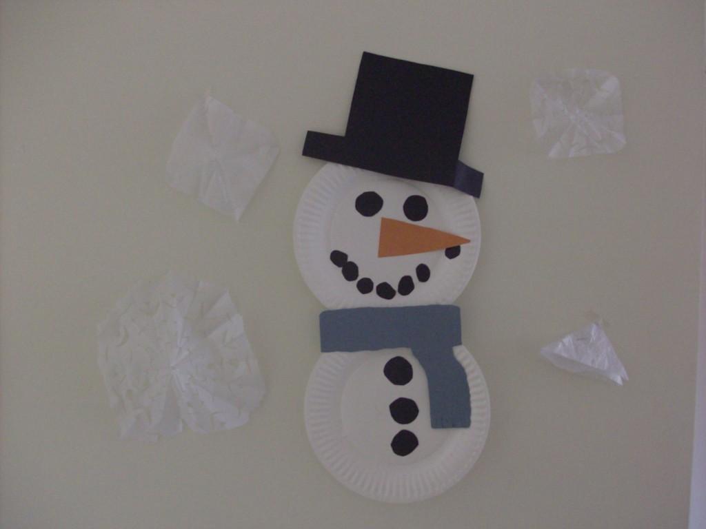 Indoor winter craft paper plate snowman