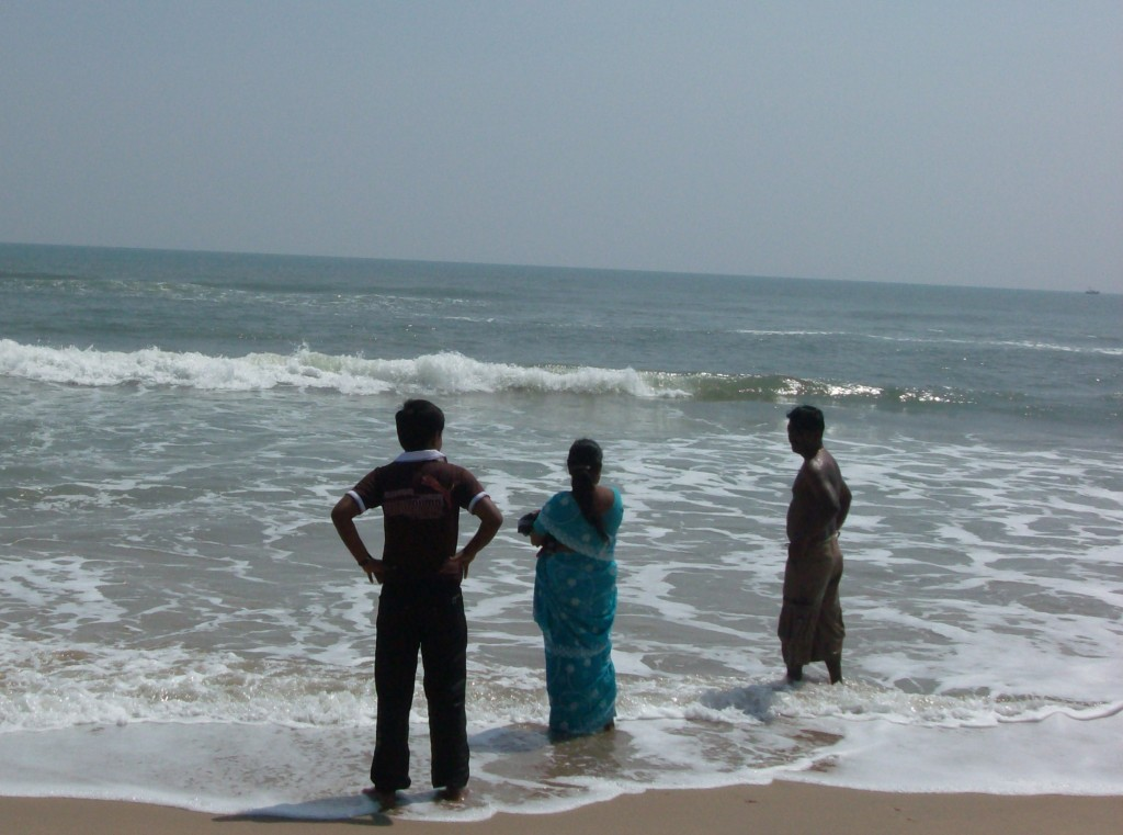 Frugal Foreigner: Sari at the beach