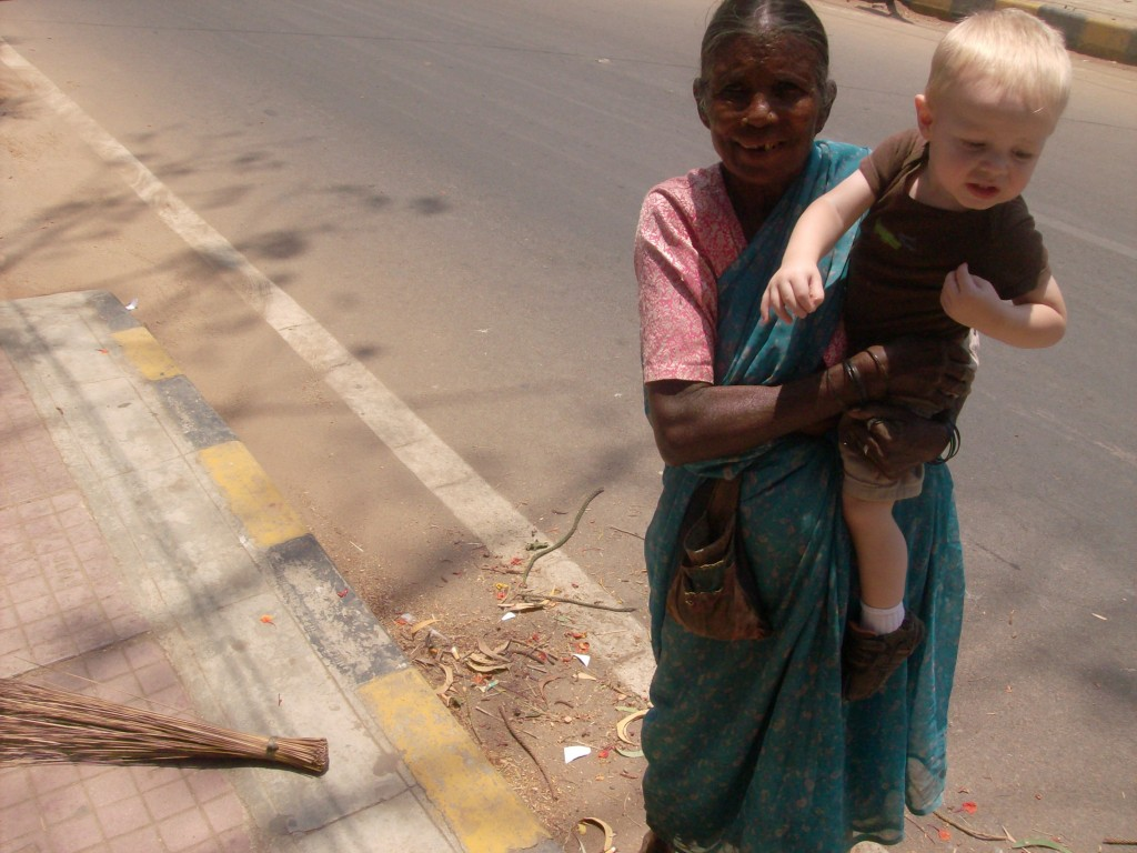 Frugal Foreigner: Sari on the street