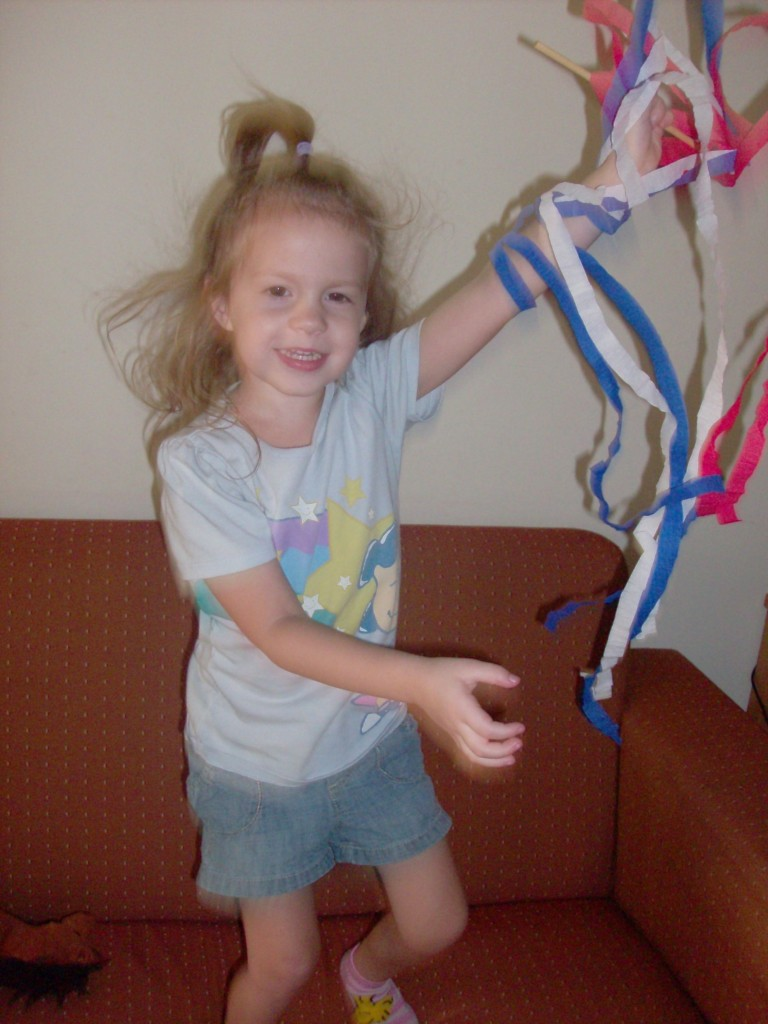 4th of July Craft: Red White & Blue Twirlers
