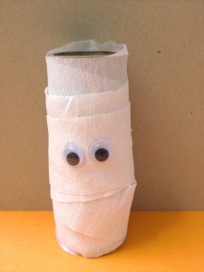 Halloween Kids Craft: Toilet Paper Roll Mummy