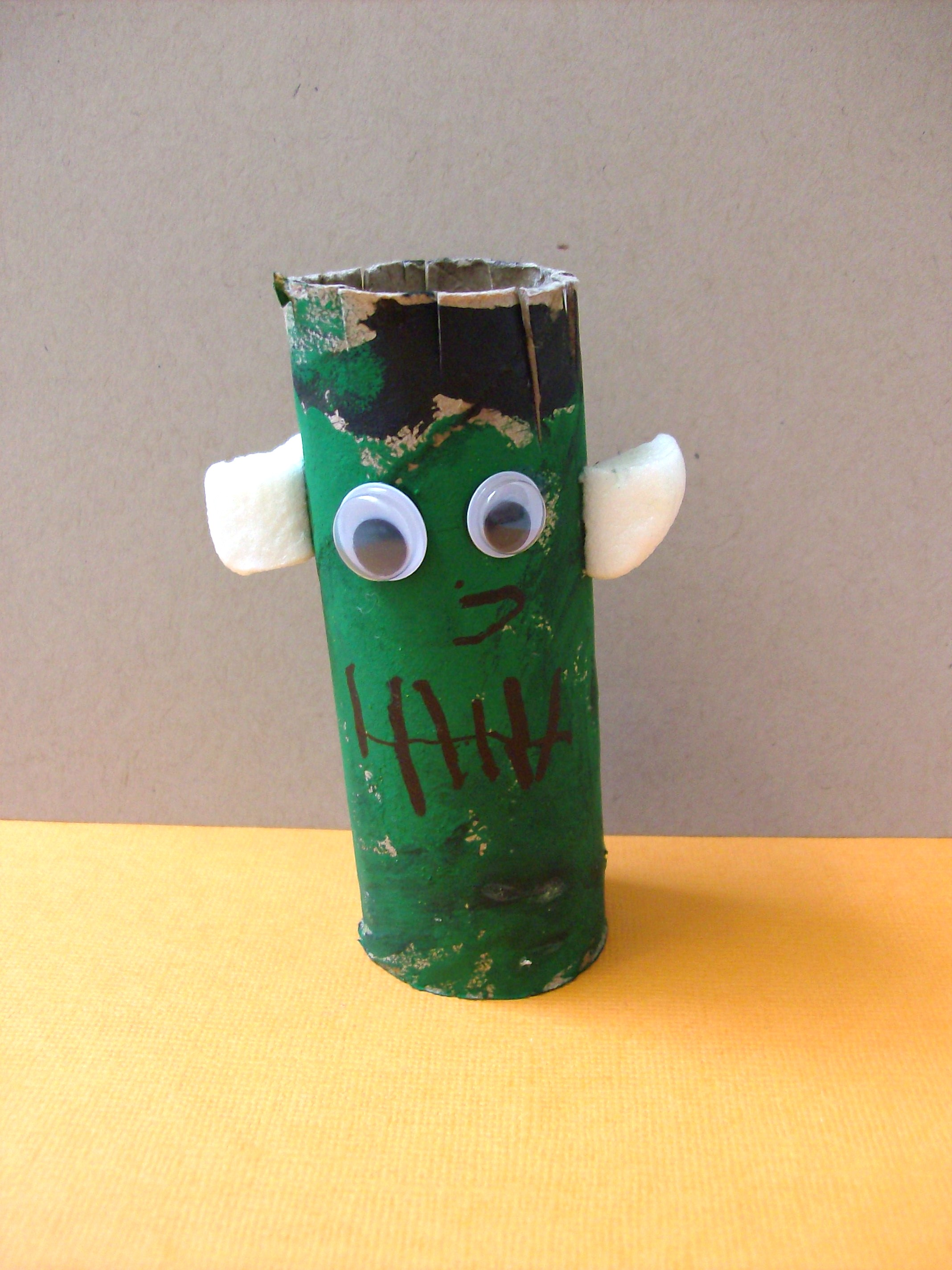 Halloween Kids Craft: Toilet Paper Roll Frankenstein