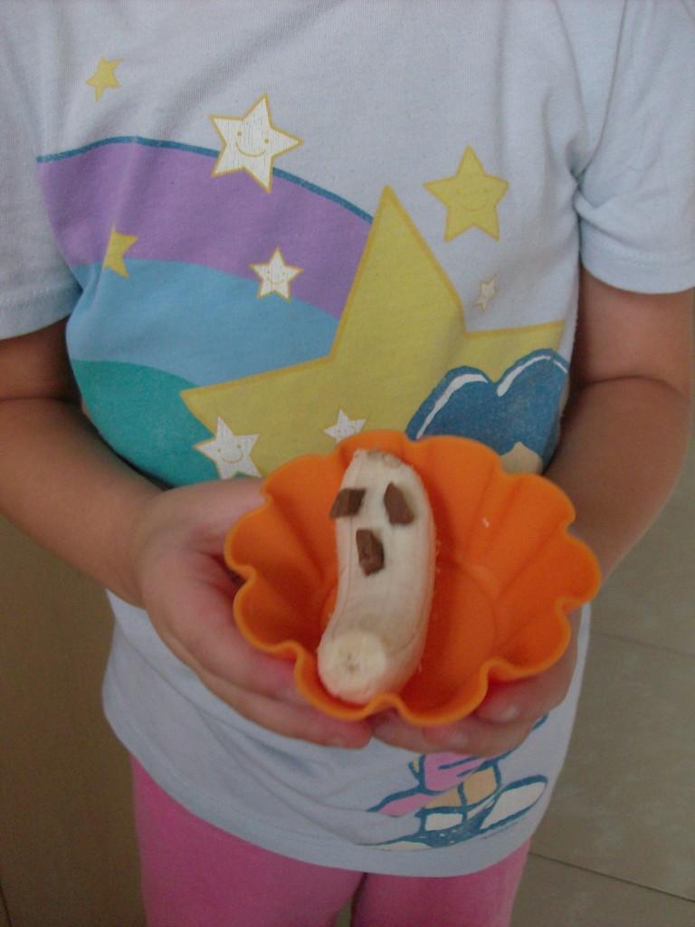 Halloween Muffin Tin Snack: Ghost Banana