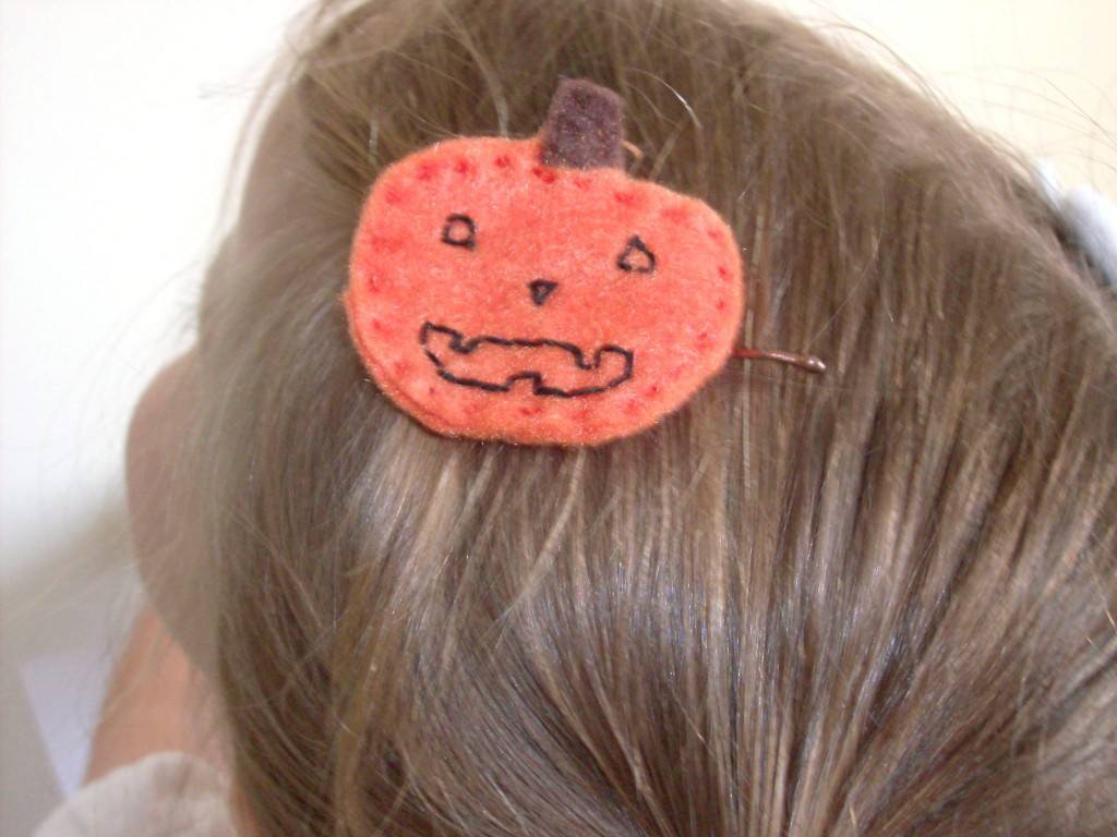 Homemade Halloween Felt Hair Clips: Jack O Lantern