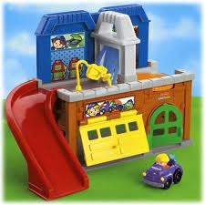 Little People Stow'n Tow Garage
