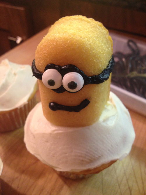 minion cupcakes from despicable me | mommysavers.com