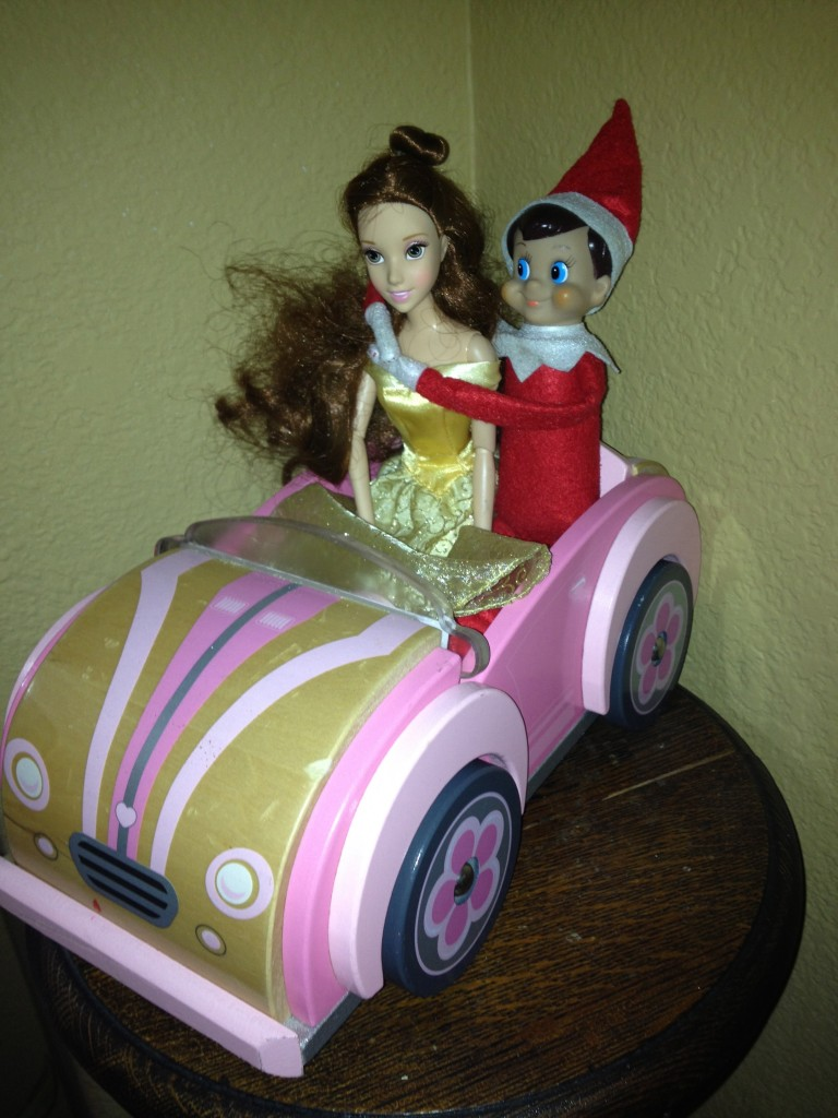 Elf on the shelf pictures via Mommysavers.com